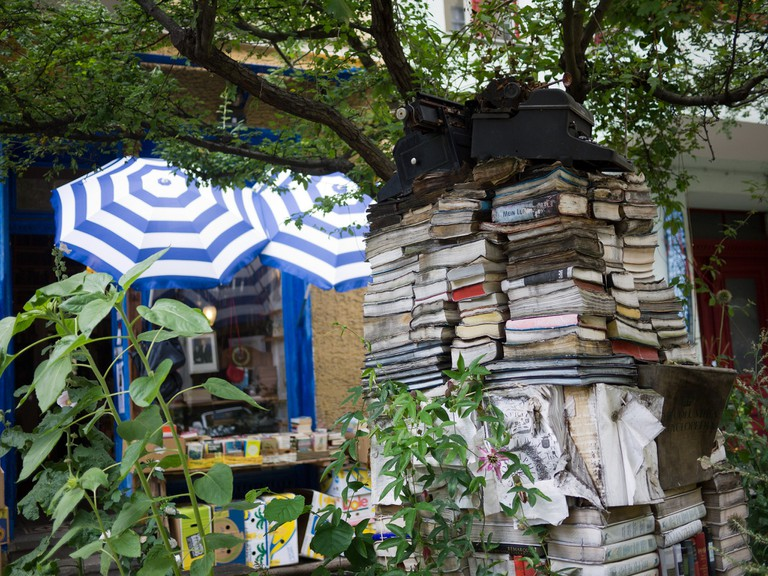 Berlin Outdoor Book Shelf |