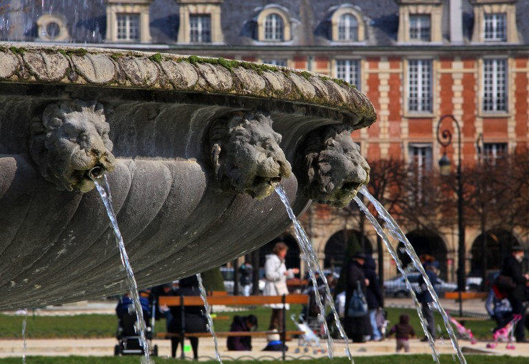 Fountain at the Place des Vosges | © Guillaume Baviere/Flickr