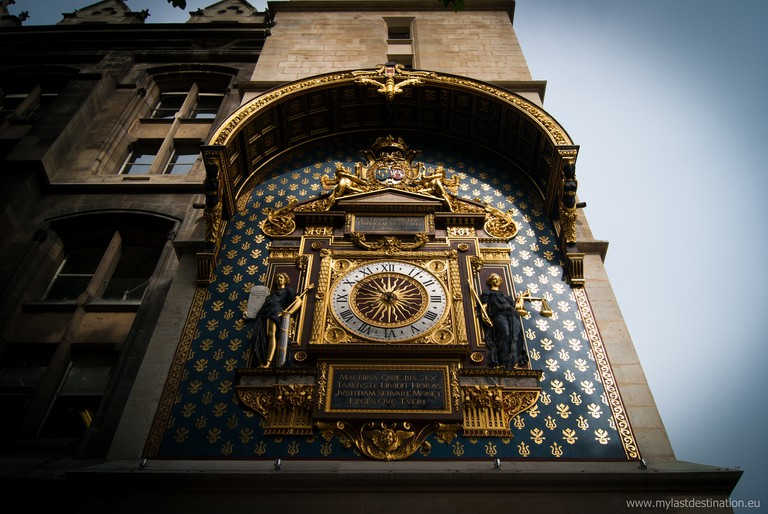 Medieval Clock dating to 1370, outside the Conciergerie | © Guillaume Speurt/Flickr