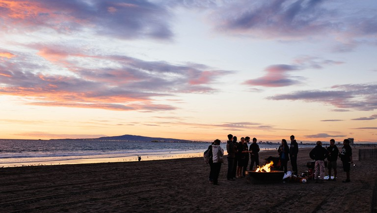 Build a bonfire  © Michael Saechang/Flickr