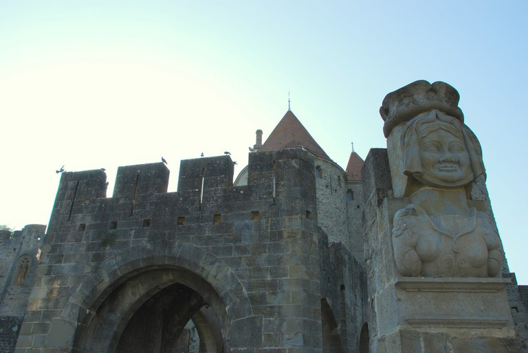 Bust of Dame Cascas at the entrance of the citadel | © Yellow.Cat/Flickr