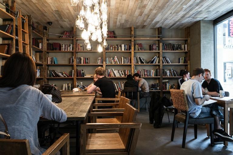 Orchard Street Coffee Shop | © Tanenhaus/Flickr