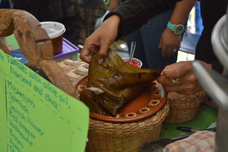 Unwrapping a tamal from banana leaves | © Maya Sankey-Black 2015