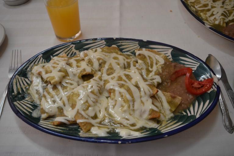 Chilaquiles verdes with beans | © Maya Sankey-Black 2015
