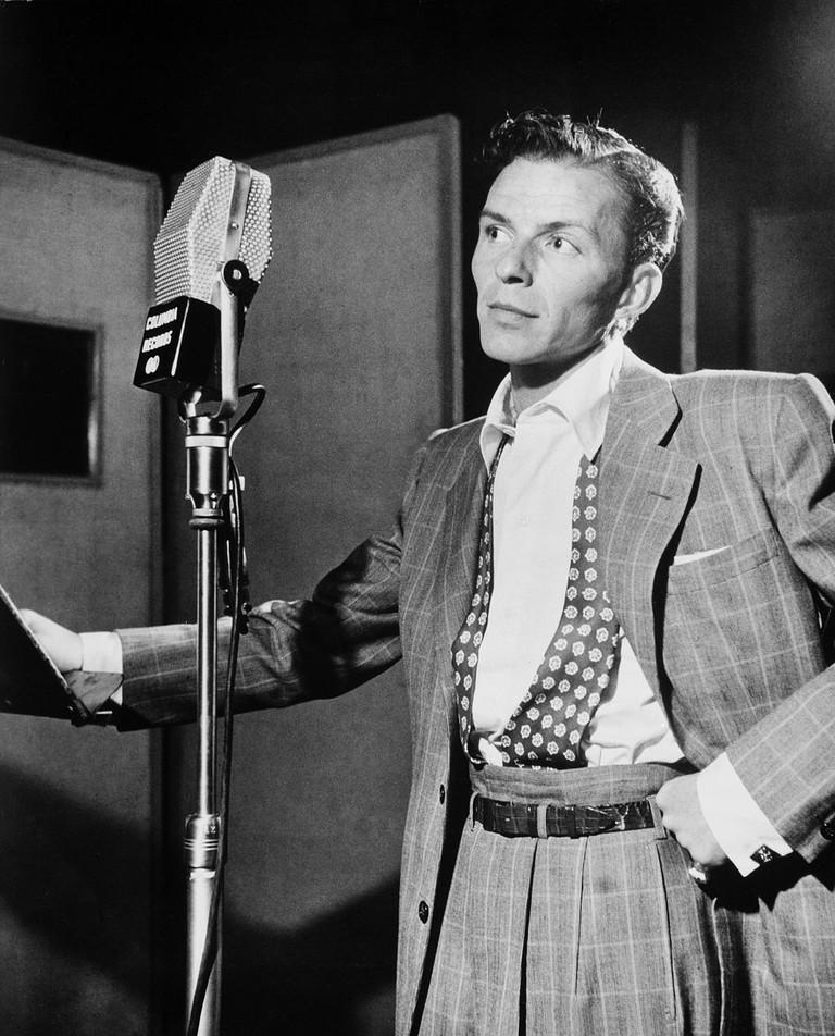 Portrait of Frank Sinatra at Liederkranz Hall, New York.   © William P. Gottlieb/WikiCommons