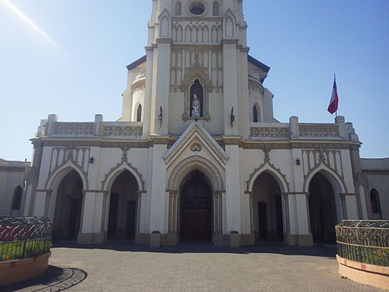 Frontis_de_la_iglesia I ©WikiCommons
