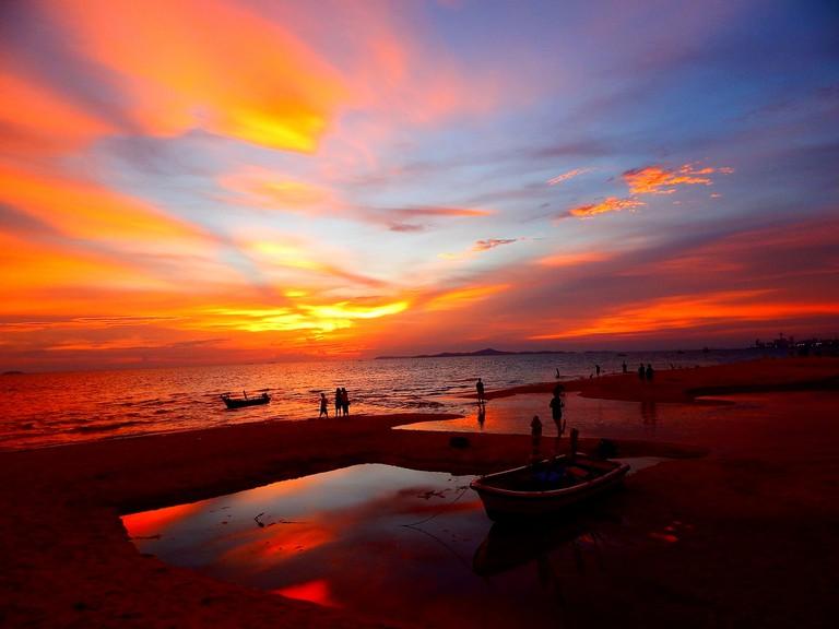 Sunset at Jomtien | ©Richard Barton/Flickr