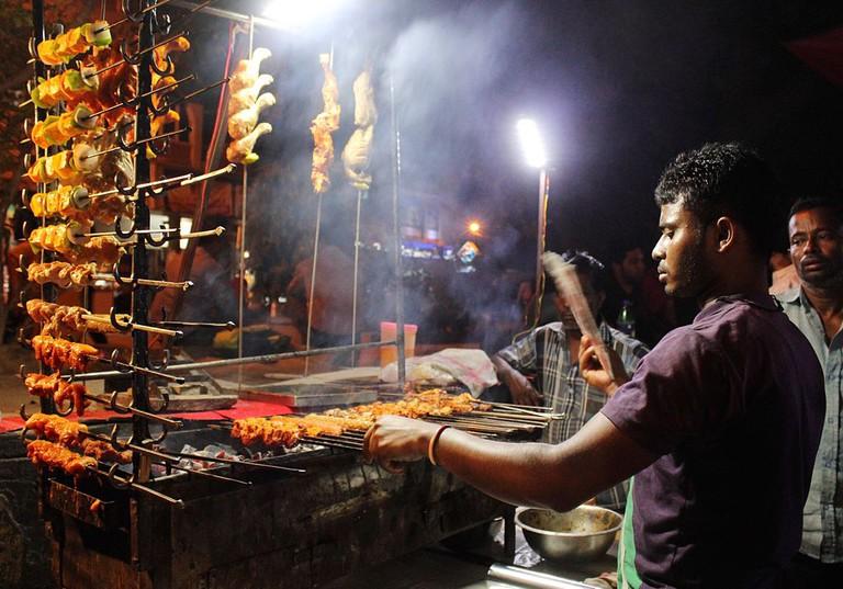 Streetside Kebabs, Delhi | © Alina Tiphagne/WikiCommons