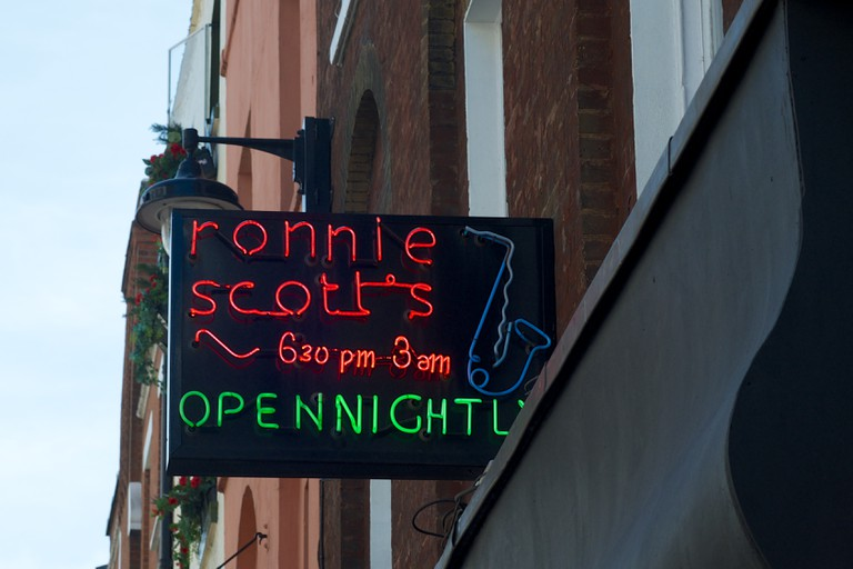 The Ronnie Scott's sign at 47 Frith Street | © Tom Morris / WikiCommons
