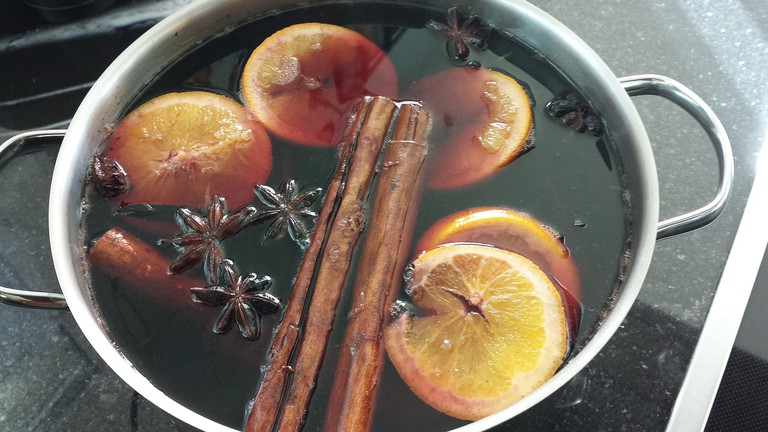This market is the perfect place to sample several varieties of mulled wine / Pixabay