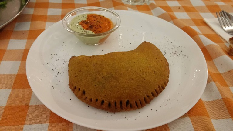 The Indian style pastry | © Yehudah Jacobs