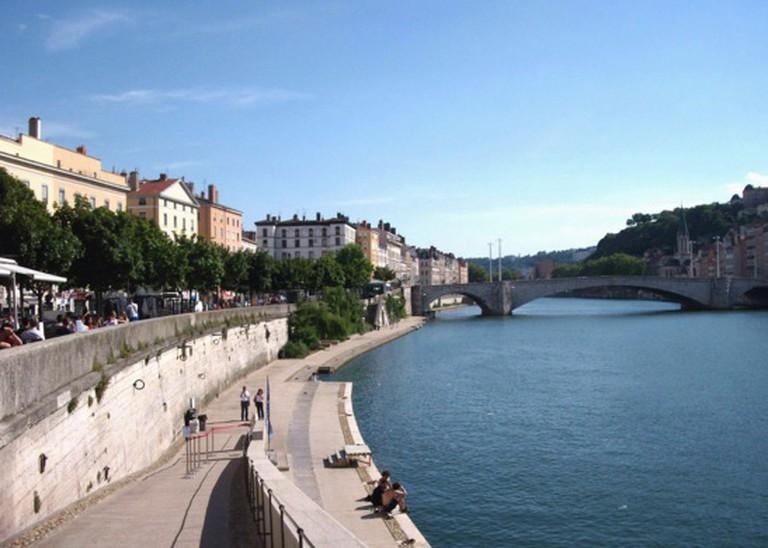 Quai des Célestins à Lyon. Au fond, le pont Bonaparte | © Jean-Marc Brivet/WikiCommons