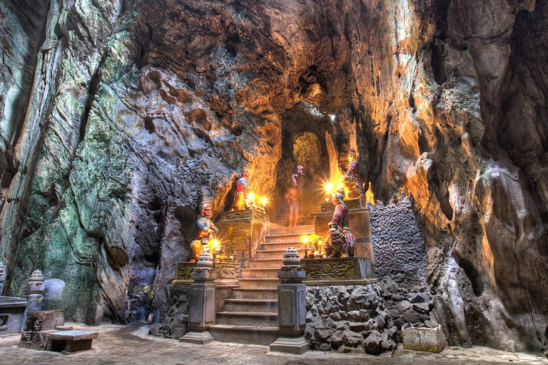Buddhist pagoda in Huyen Khong cave on Marble Mountain | © Pioneron/Shutterstock