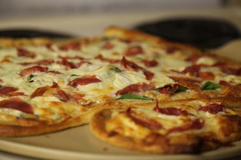 Spinach, Mozzarella and Prosciutto Pizza   © Shannon/Flickr