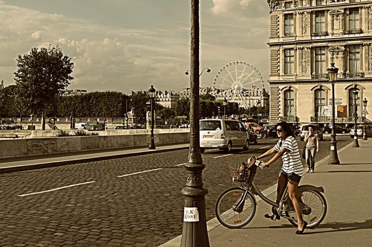 Cycling on Vélibs around Paris | © *nikita/Flickr