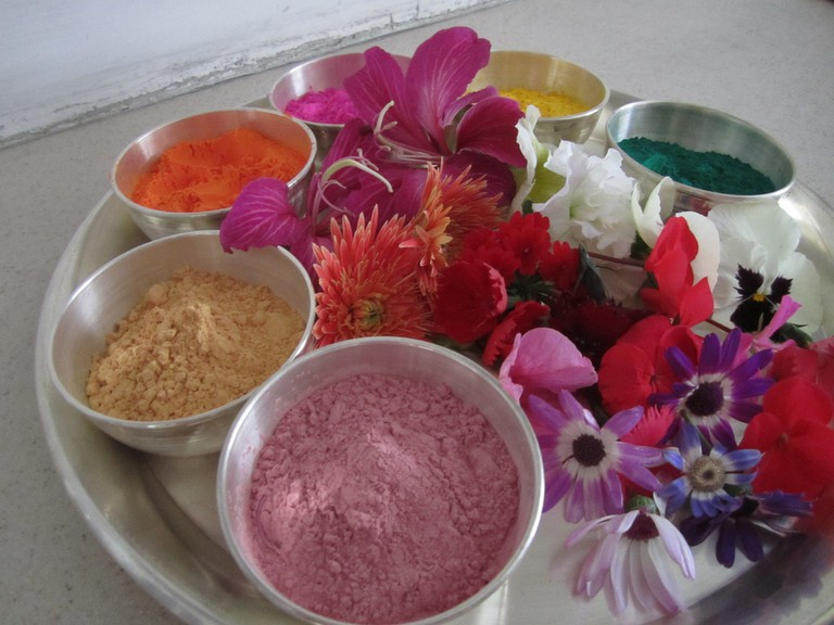 Holi Essentials - colours and flowers © Ian Brown/Flickr