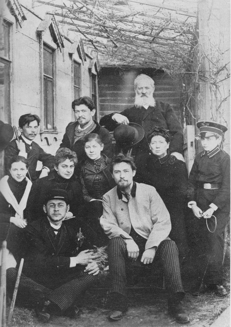 In front of Sadovaya-Kudrinskaya home, 1890. Chekhov with family, 1890 | © Public Domain* / Wikicommons