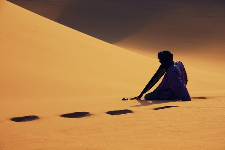 Tuareg on the dune of Timerzouga   © Hamdanmourad/WikiCommons