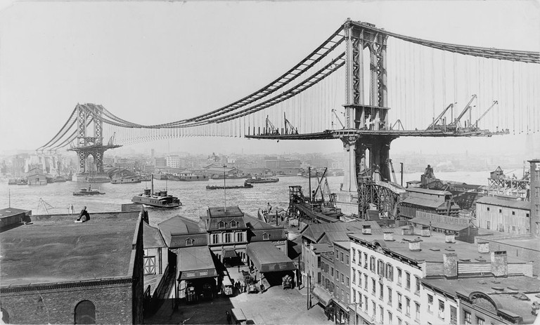 The Manhattan Bridge under construction in March 1909. This bridge served as a design example for the future Golden Gate Bridge © Irving Underhill/Library of Congress