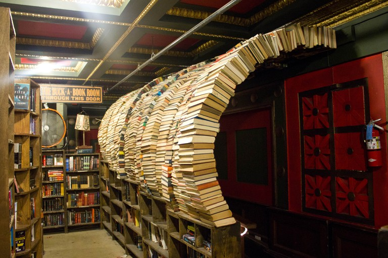 The Last Bookstore © vagueonthehow / Flickr