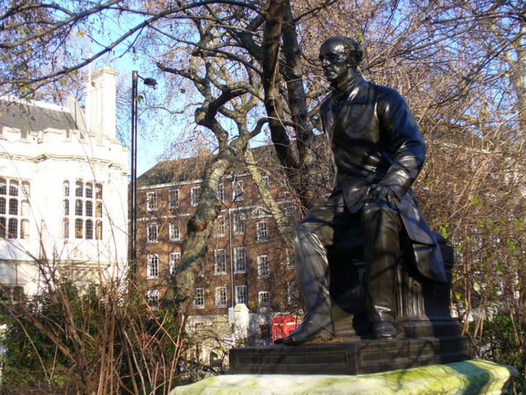 Colin Smith. John Stuart Mill Statue in Temple Gardens, London, 2010 |© GeographBot / WikiCommons