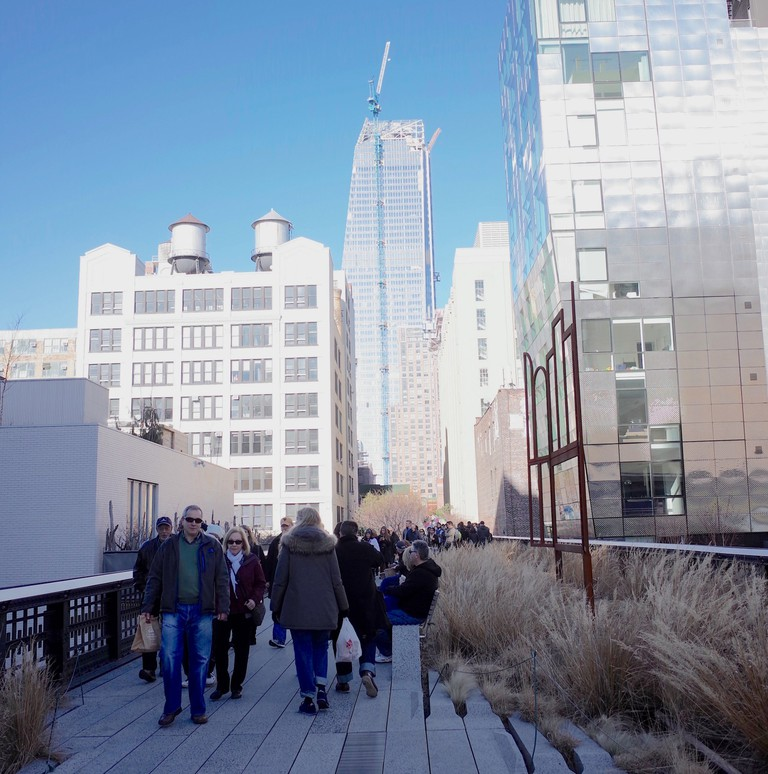 People walk the High Line with a large construction project occurs in the background. | © Smart Scott Photography