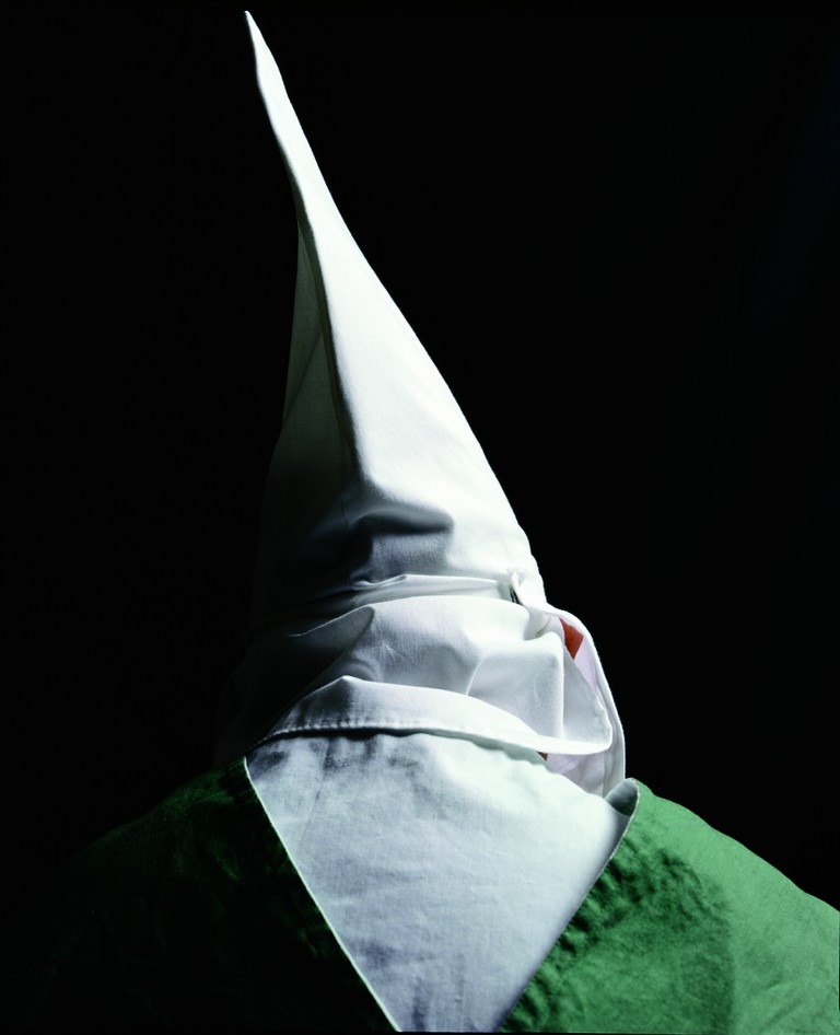 Klansmen (Knight Hawk Of Georgia of The Invisible Empire IV), The Klan series | © Andres Serrano/Courtesy Galerie Nathalie Obadia Paris/Brussels
