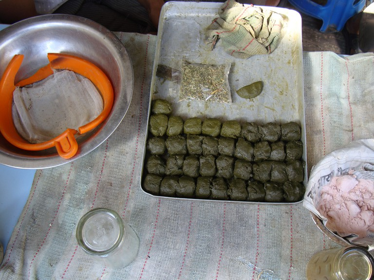 The preparation of bhang is very time-consuming © Reuben Strayer / Flickr