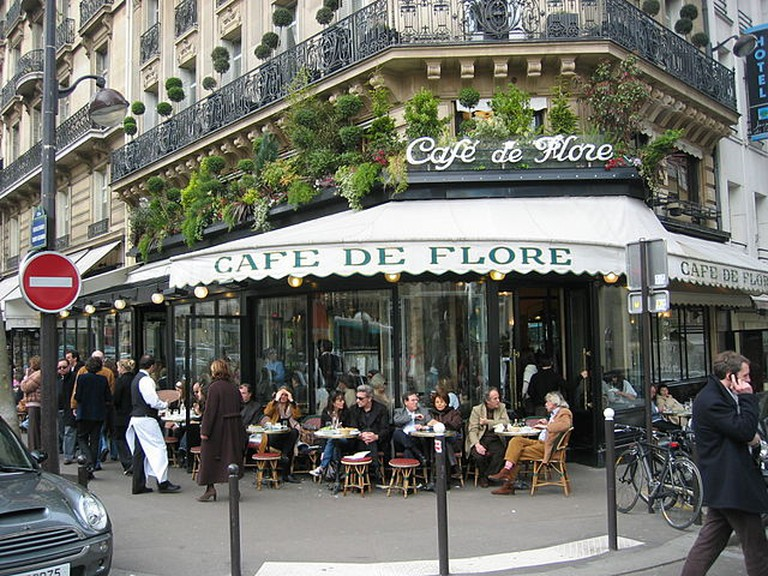 Café de Flore in Paris © Arnaud 25/WikiCommons