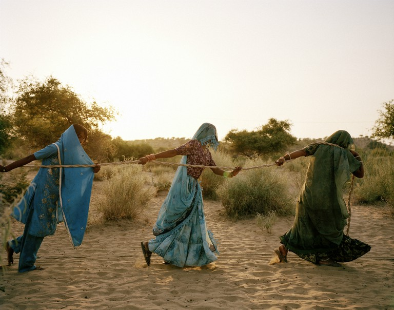 Women pull water from a well, Tharpakar, Pakistan, 2013 | © WaterAid / Mustafah Abdulaziz