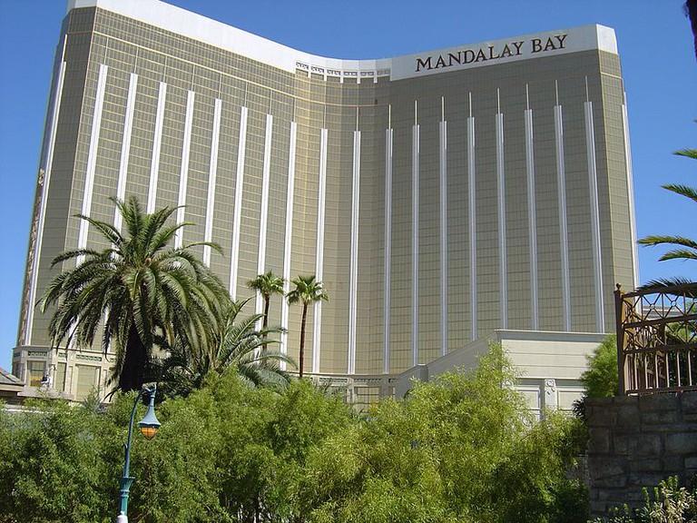 800px-Mandalay_Bay_Vegas