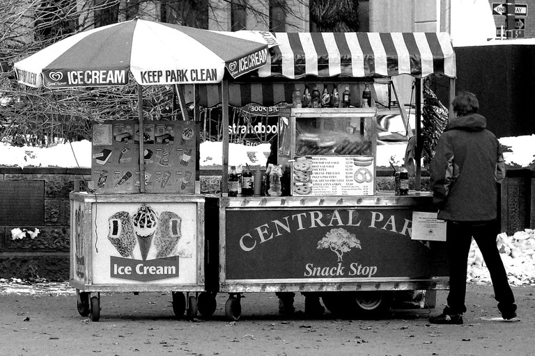Ice Creams, Hot Dogs & Pretzels | © Diego Torres Silvestre/Flickr