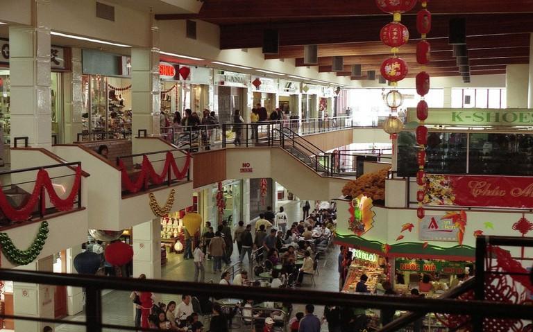 Interior of the Asian Garden Mall ⓒ Mike Fernwood/Flickr
