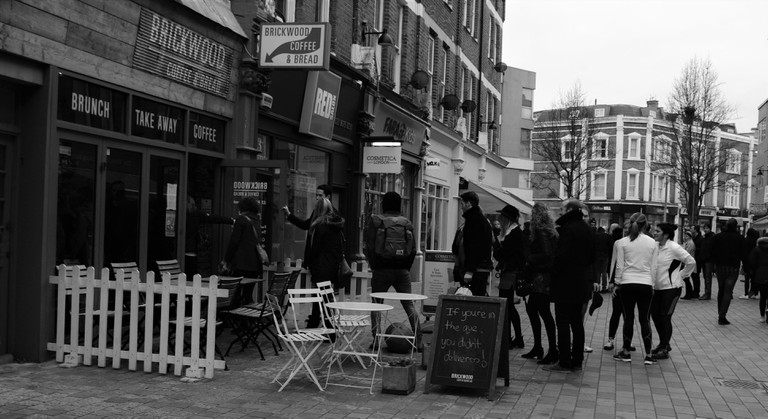 Queue outside cafe on HIldreth Street| © Alyssa Erspamer