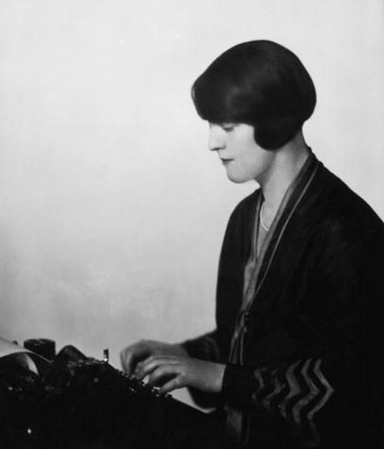 Dorothy Thompson (9 July 1894 – 30 January 1961), American journalist  © unknown/wikicommons