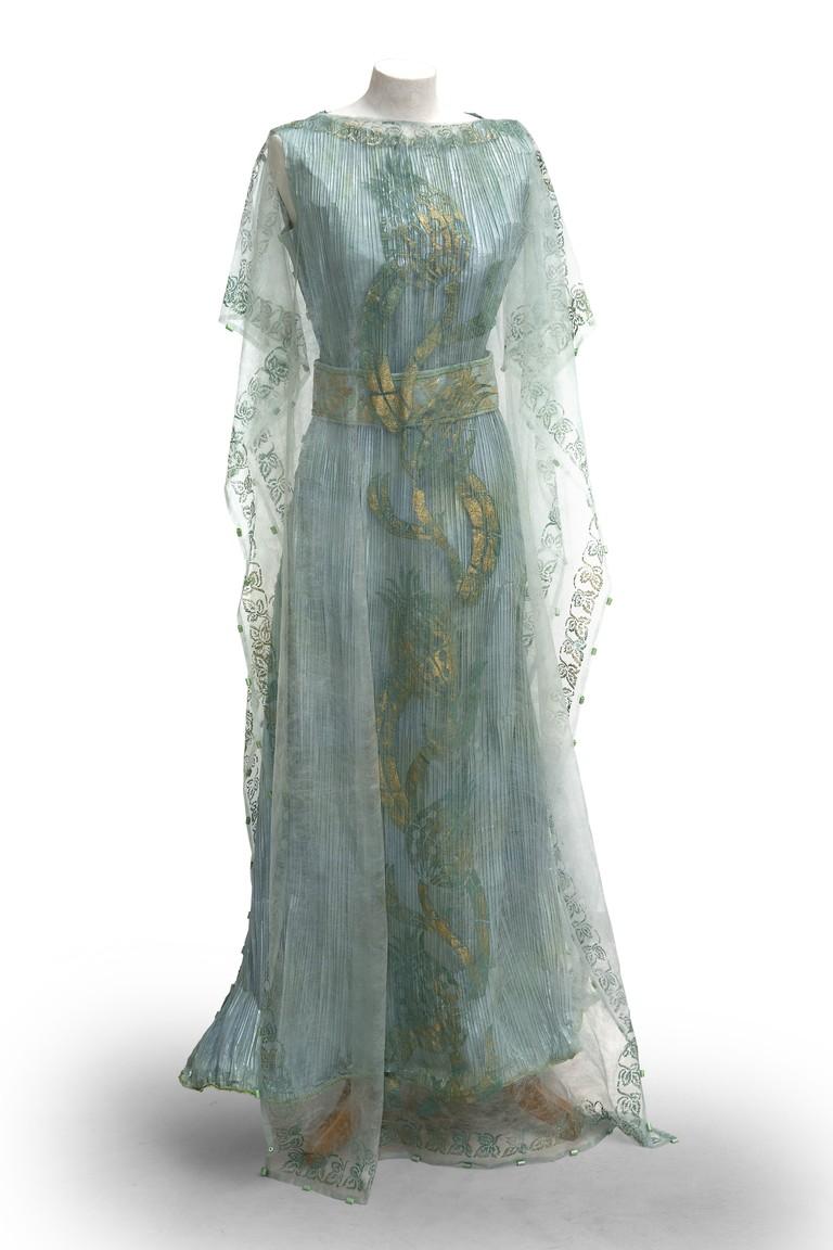 Isabelle de Borchgrave Fortuny-inspired paper dress | © Alain Speltdoorn