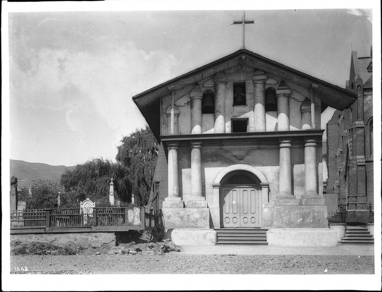 Close up of Mission Dolores ca. 1900 with cemetery on the left/ Pierce, C.C. @ Wikipedia Commons