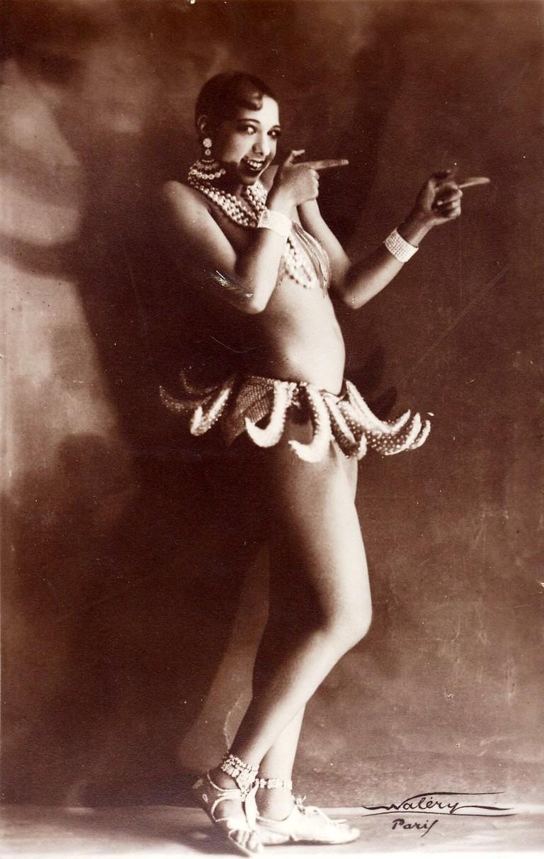 "Josephine Baker in Banana Skirt from the Folies Bergère production ""Un Vent de Folie""| © WikiCommons"