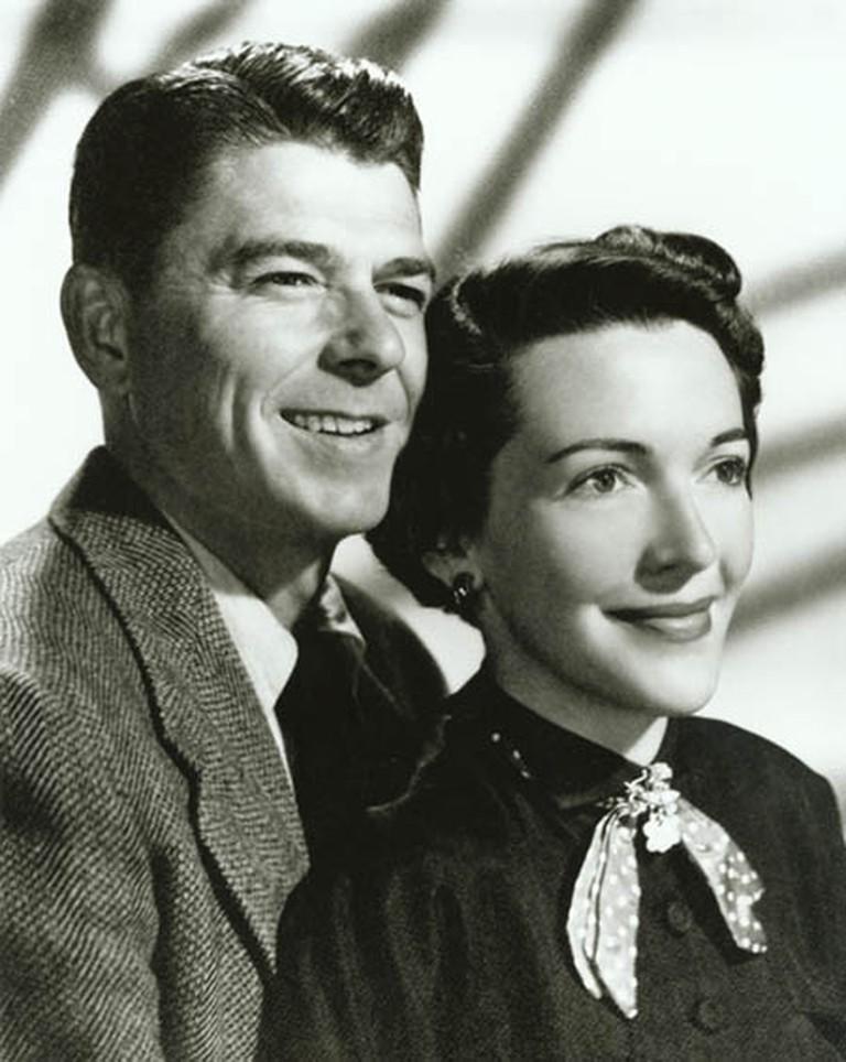 Engagement photograph of Ronald Reagan and Nancy Davis 1952   © Ronald Reagan Library/WikiCommons