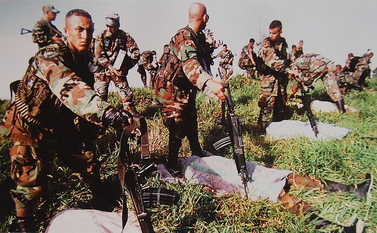 Colombian army with FARC corpses   © Familia Gomez Ospina/Wikimedia Commons