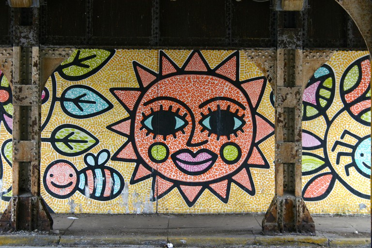 A big smiling sun greets passersby. | © Doug Pitorak