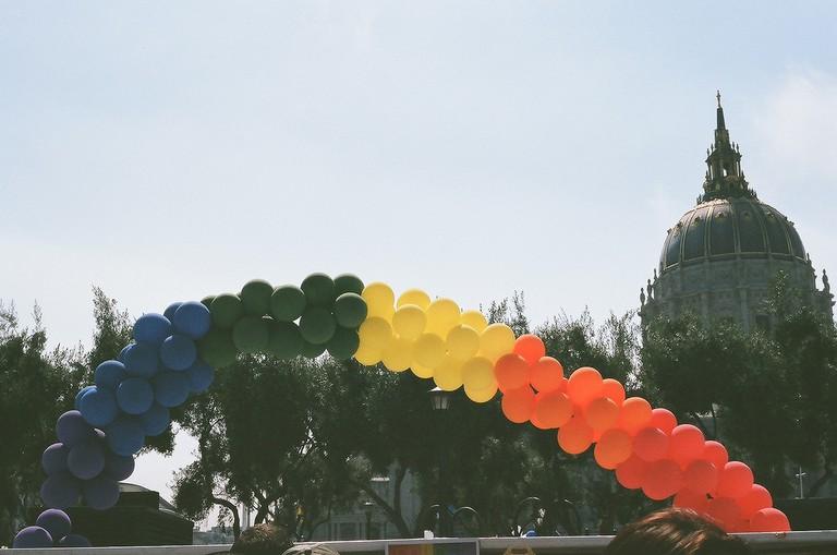 Balloons and City Hall © Rin Johnson/flickr