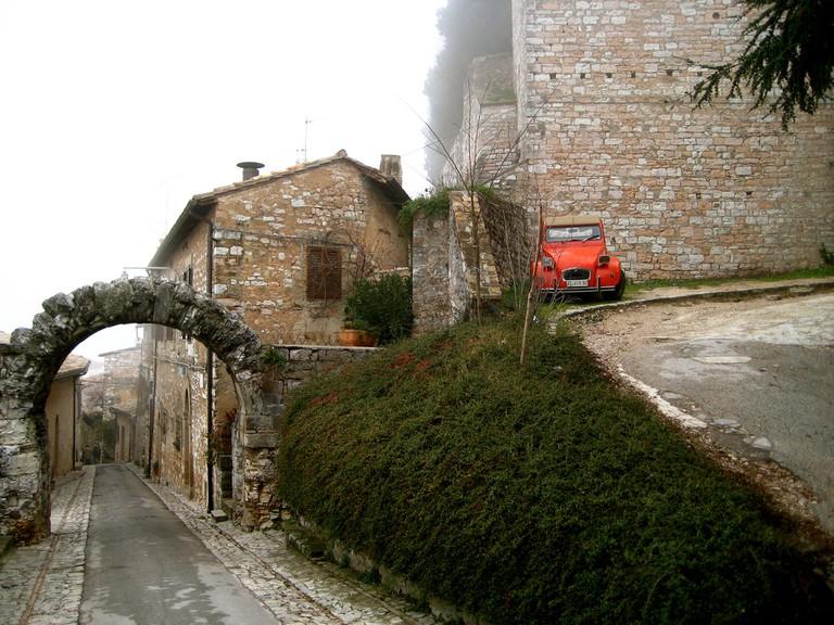 Idyllic streets of Spello | © Alex Barrow/Flickr