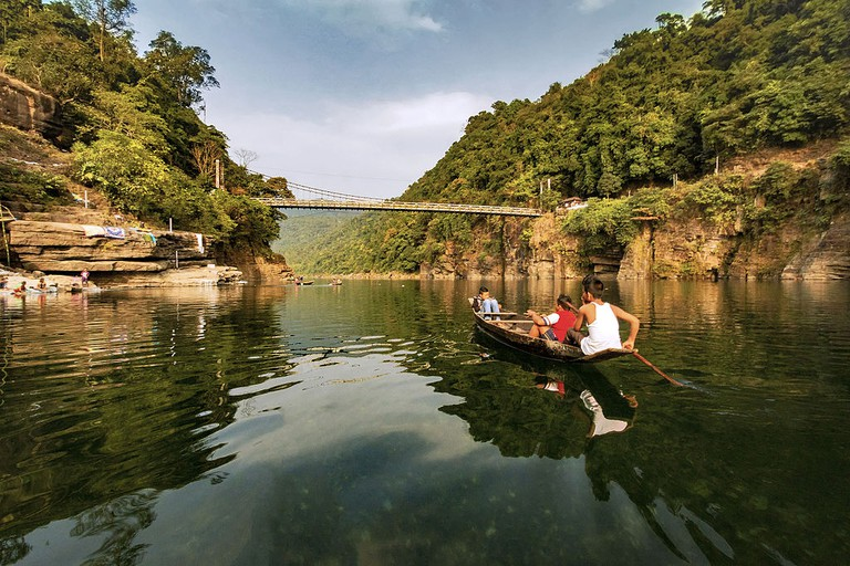 Umngot River in Meghalaya | Photo by Vikramjit Kakati | Source: Wikimedia Commons