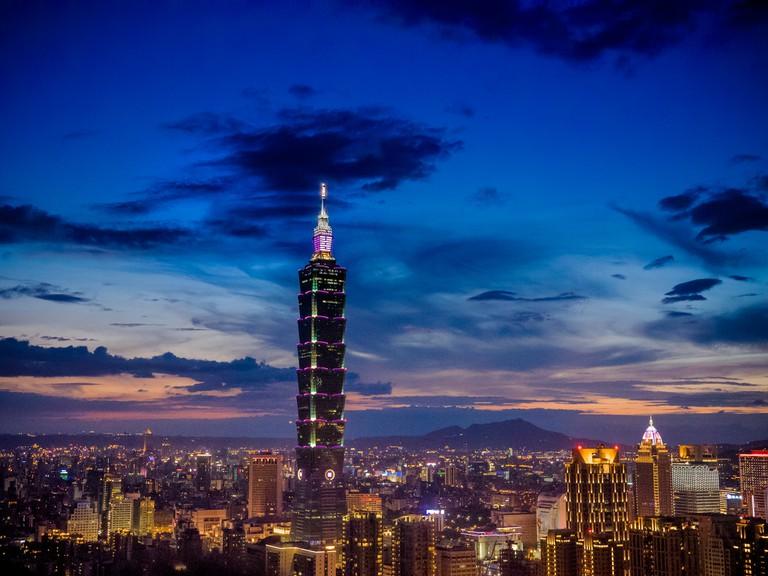 Taipei 101 at night | ©中岑 范姜 / Flickr