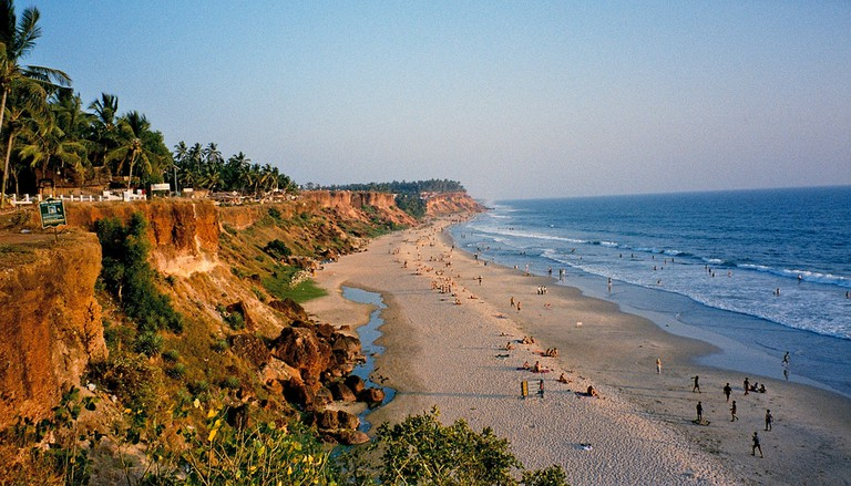 The gorgeous cliffs looming over the sea at Varkala beach © Flickr/einalem