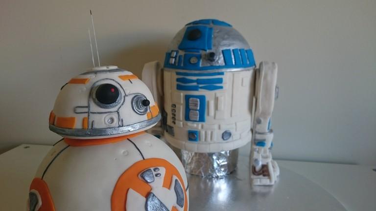 BB8 & R2D2 Cakes | ⓒ Tama Leaver/Flickr