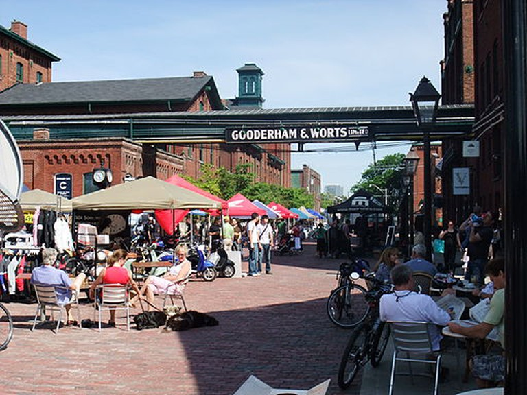 Festival at the Gooderham & Worts Distillery District, Toronto | © mark.watmough / WikiCommons