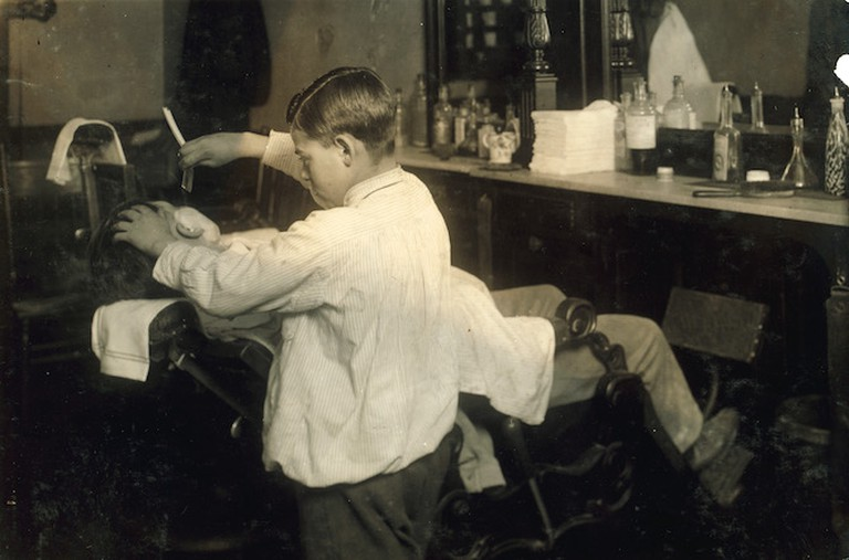 Barber/©Lewis Hine/Wikicommons
