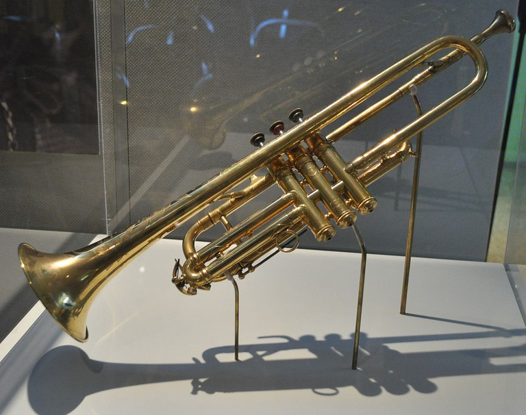 Selmer trumpet, given as a gift by King George V of the United Kingdom to Louis Armstrong in 1933| © Joe Mabel/wikicommons
